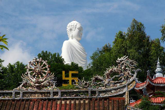 Đi tìm bí mật chùa Long Sơn - Nha Trang